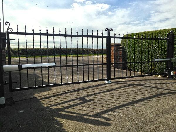 Cổng mở tay đòn PHOBOS BT A25 – Cửa cổng CHÂU ÂU bảo hành 3 năm