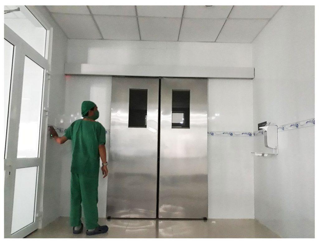 Cửa bệnh viện 0012