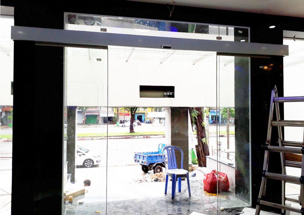 Cửa tự động KTH K-2 - Khách sạn Phúc Lộc thọ 001