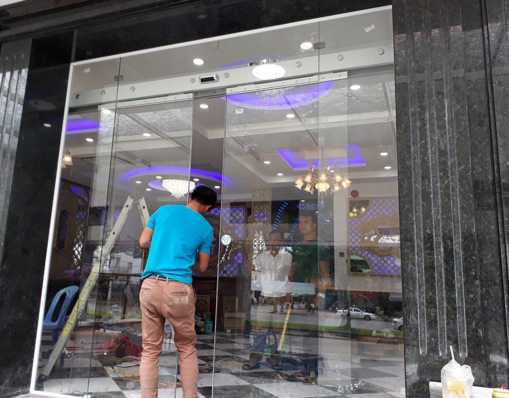 Cửa tự động KTH K-2 - Khách sạn Phúc Lộc thọ 003