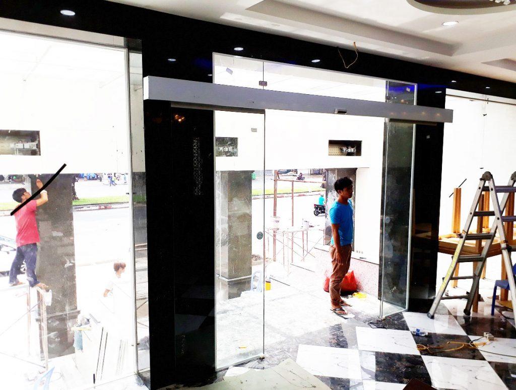 Cửa tự động KTH K-2 - Khách sạn Phúc Lộc thọ 005