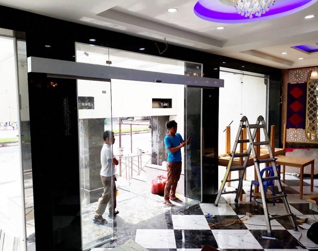 Cửa tự động KTH K-2 - Khách sạn Phúc Lộc thọ 006