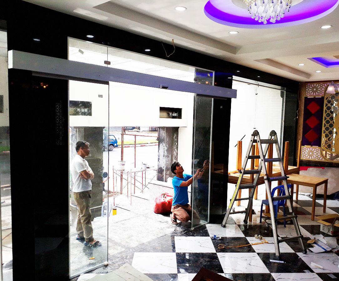 Cửa tự động KTH K-2 - Khách sạn Phúc Lộc thọ 007