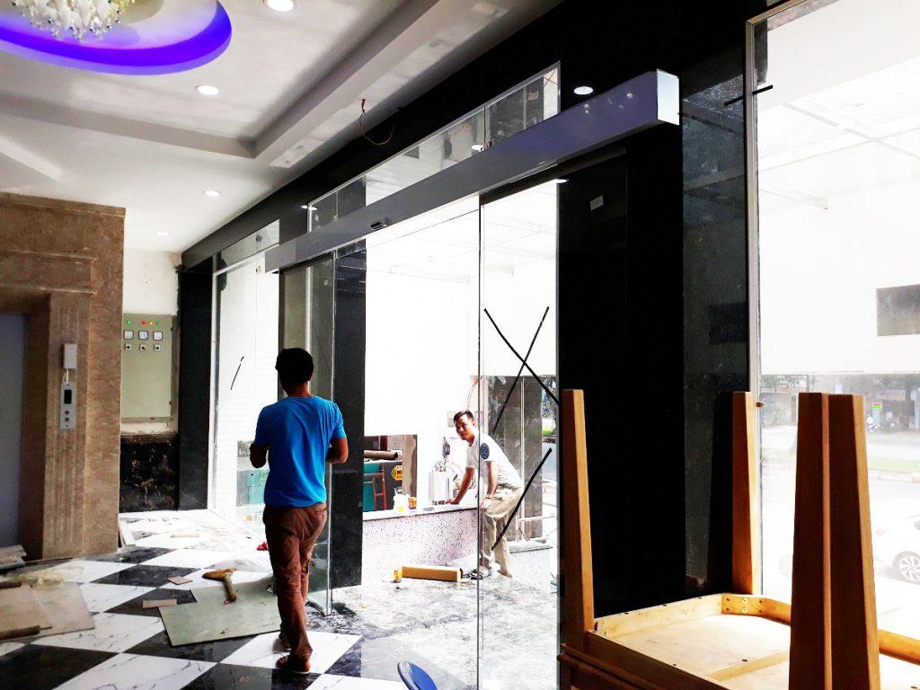 Cửa tự động KTH K-2 - Khách sạn Phúc Lộc thọ 008