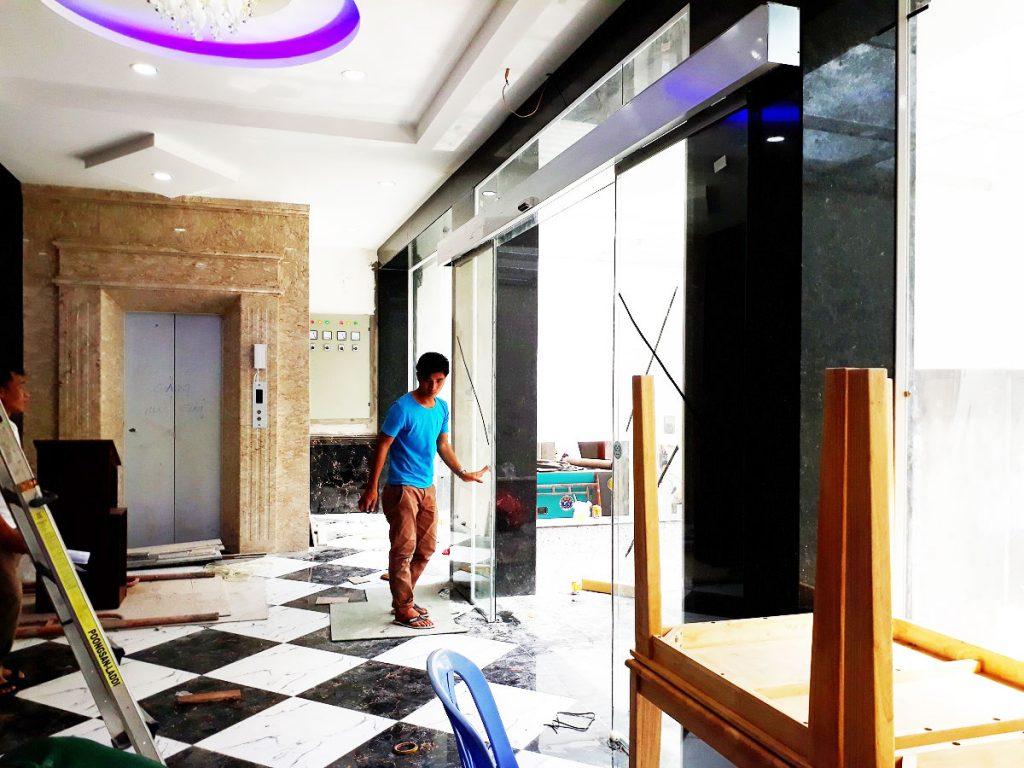Cửa tự động KTH K-2 - Khách sạn Phúc Lộc thọ 009