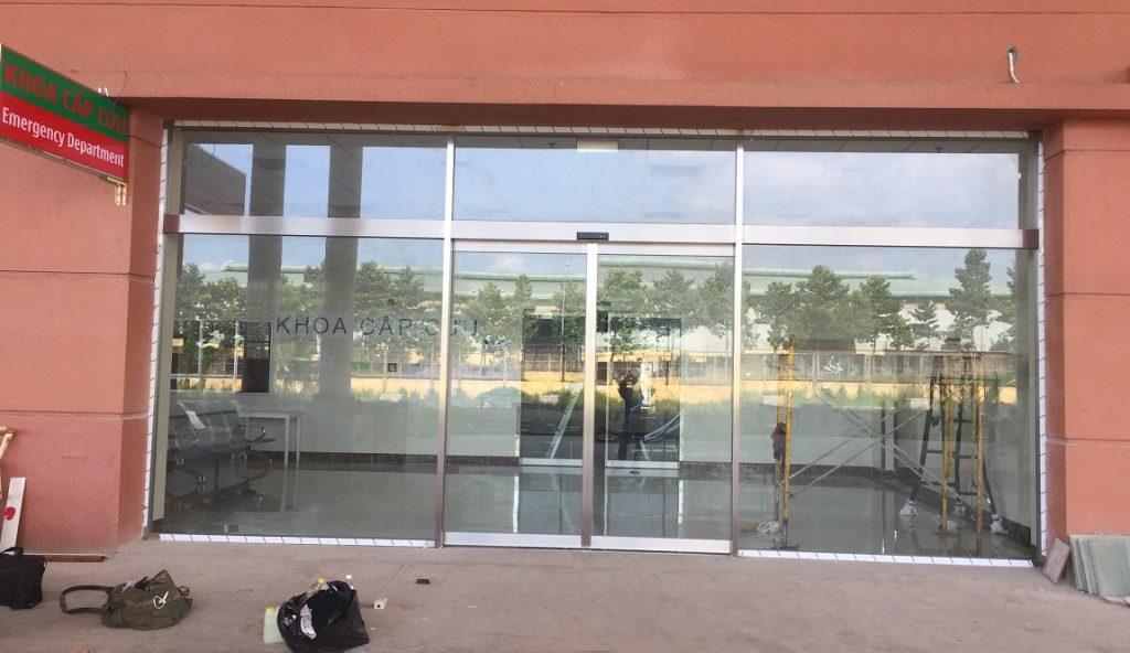 cửa kính khung INOX tự động 0015